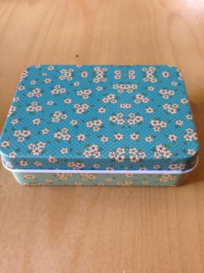 Travel Tin - Light Blue with flowers